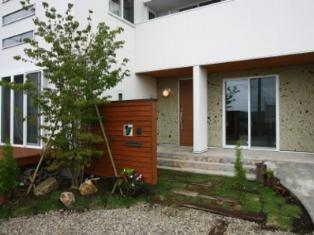 土間と屋上のある家